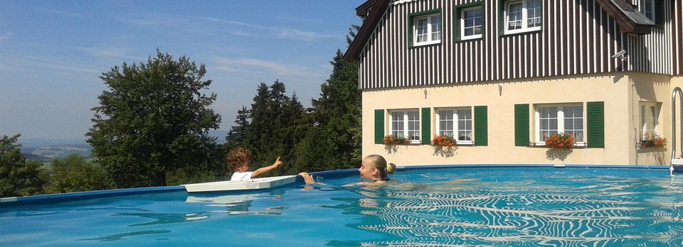Sommer-Bad im Pool